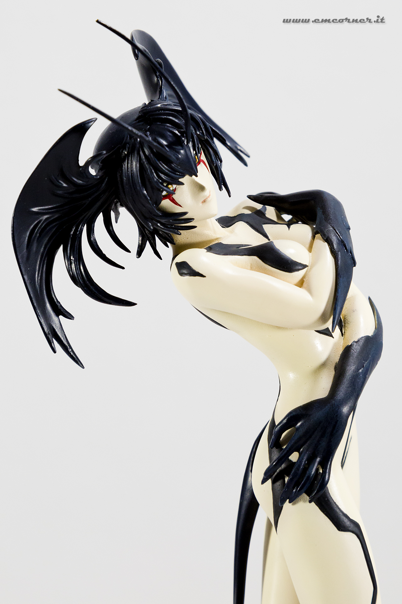 new-line-devilman-devil-lady-pre-painted-coldcast-2_-emcorner-it_-2