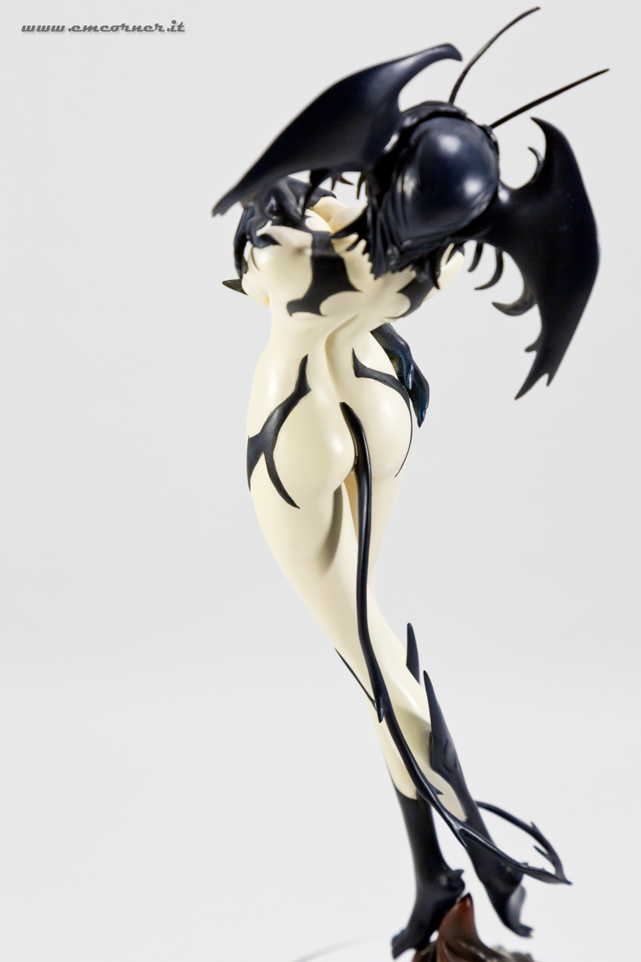 new-line-devilman-devil-lady-pre-painted-coldcast-2_-emcorner-it_-3