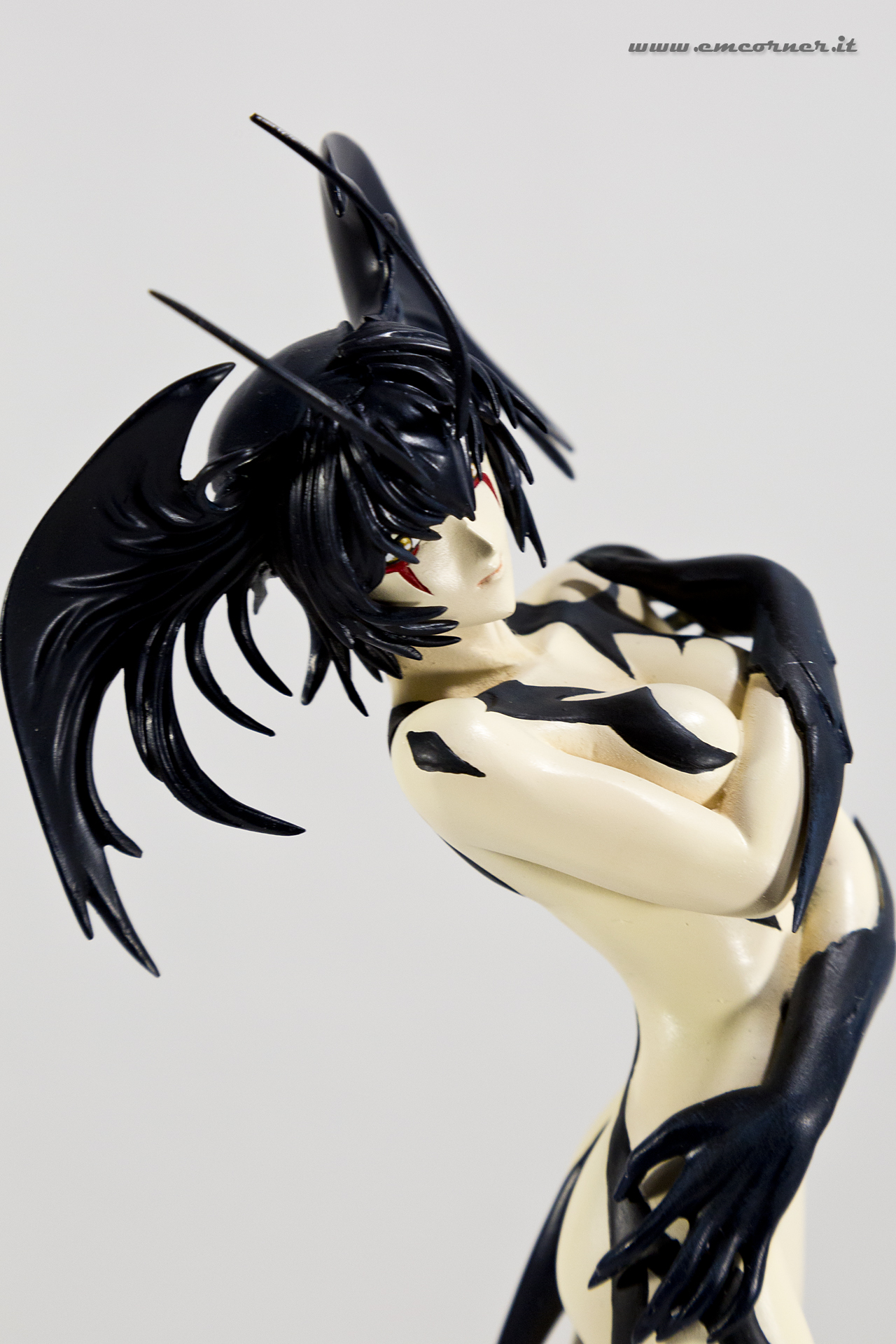 new-line-devilman-devil-lady-pre-painted-coldcast-2_-emcorner-it_-5